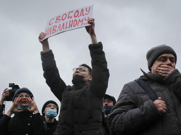 Суды в Петербурге арестовали и оштрафовали почти 100 участников акции в поддержку Навального