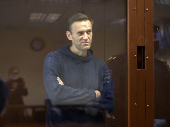 Почти треть участников опроса Росбалта считают, что Навального ждет смерть на зоне
