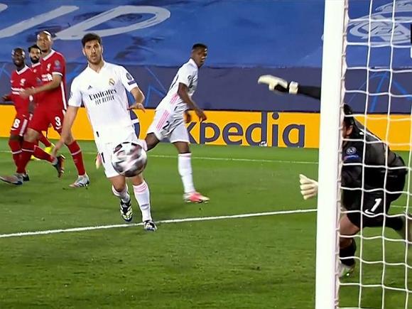В первых четвертьфинальных матчах Лиги чемпионов Реал выиграл у Ливерпуля, а Манчестер Сити у Боруссии