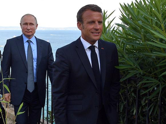 Макрон призвал НАТО вести требовательный диалог с Россией