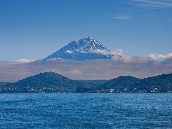 На Камчатке начал извергаться вулкан Безымянный