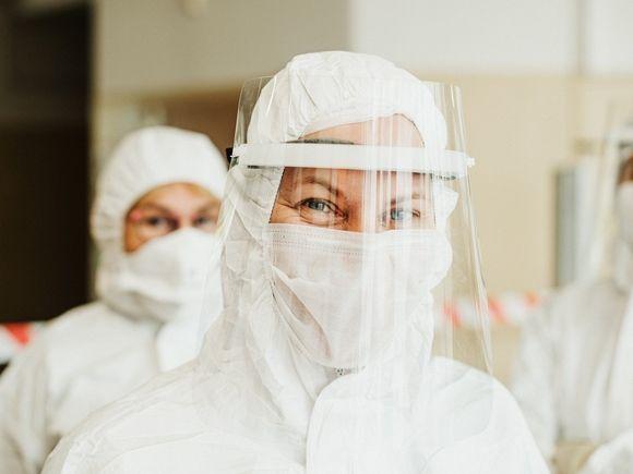 Петербургские власти опубликовали список телефонов, по которым можно записаться на прививку от коронавируса