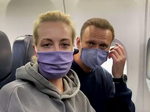 Борт с Навальным посадили в «Шереметьево»