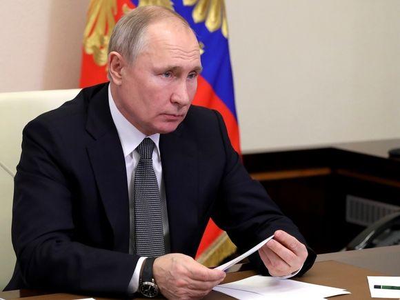 СМИ узнали, что Путин не будет делать прививку от коронавируса, обезьянничая на телекамеры