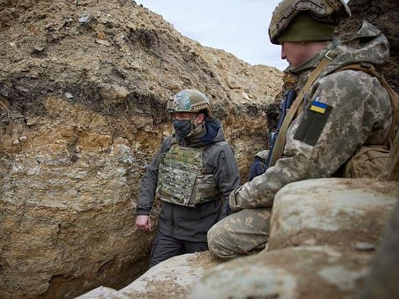 Работают по нашим бойцам снайперы: посетивший Донбасс Зеленский заявил, что ситуация в регионе обострилась