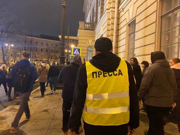 Полицейский не пропустил журналистов Росбалта на Невский из-за отсутствия в редакционном задании списка улиц Петербурга