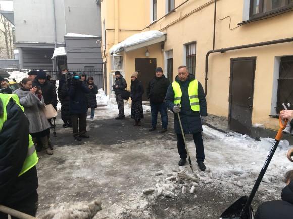 Александр Беглов и лопата