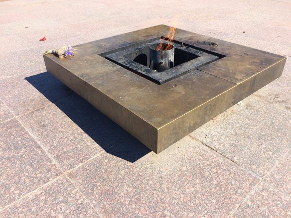 Нужна горячая еда: жительница Подмосковья пояснила готовку на Вечном огне