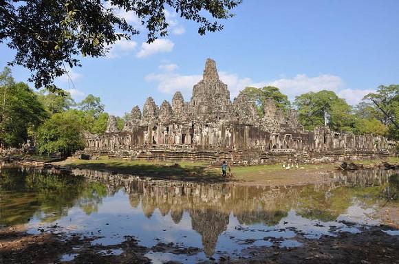Таиланд пообещал отменить карантин для привитых туристов