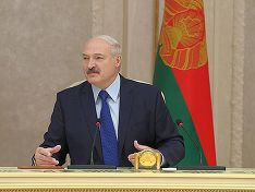 Лукашенко упрекнул РФ в нежелании помочь Белоруссии с современным оружием