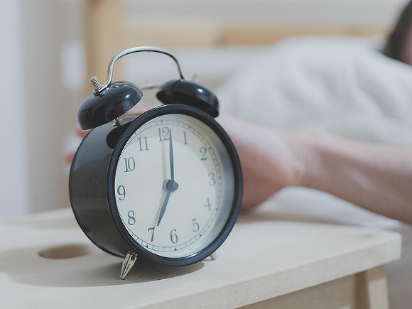 Стало известно, почему недосып повышает риск заражения коронавирусом