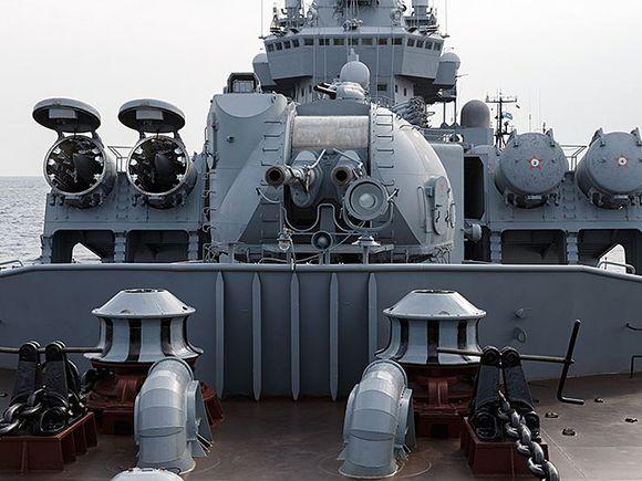 Ракетный крейсер Москва отправился на учения на фоне отправки в Черное море патрульного корабля США