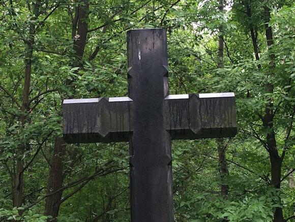 Священник объяснил, почему в Троицу лучше избегать кладбищ