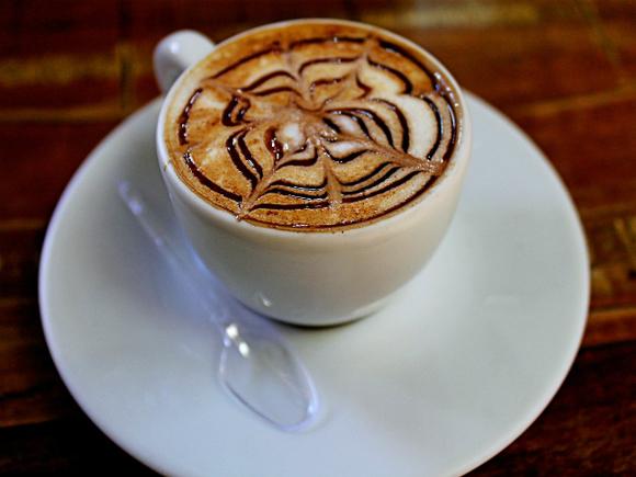 Ученые рассказали об опасности утреннего кофе, выпиваемого натощак