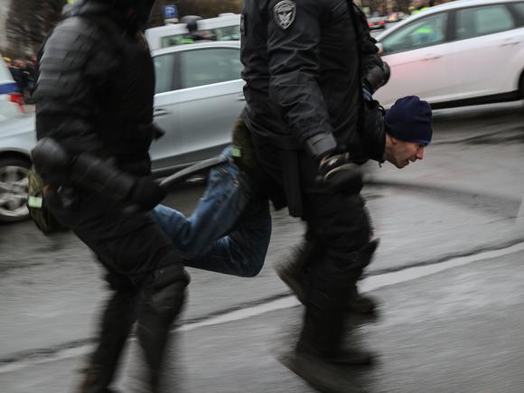 В Москве полиция разогнала акцию противников обязательной вакцинации