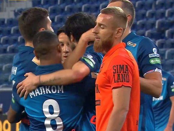 «Спартак» и «Зенит» стали лидерами чемпионата России по футболу