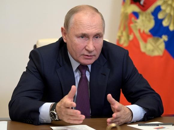 Разговоры на эту тему дестабилизируют ситуацию: Путин умолчал о преемнике и новом сроке президентства