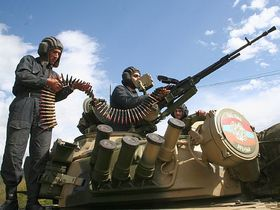 Армяне и азербайджанцы снова стреляют друг в друга