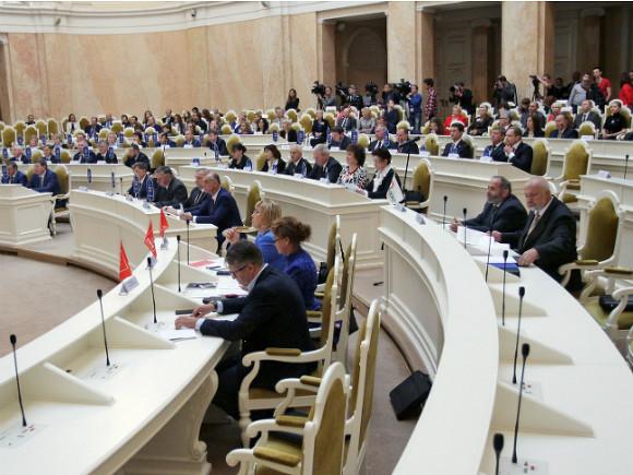 Петербургским депутатам предложили отказаться от зарплат