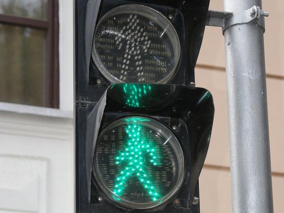 В Ставрополе дама за рулем протаранила на светофоре сразу четыре машины и скутер и насмерть сбила пешехода