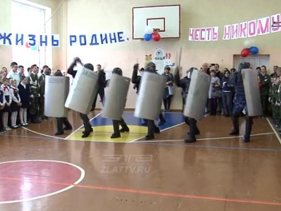 В регионах Сибири в очереди на голосование выстроились сотрудники ФСИН, МЧС, Росгвардии и военные