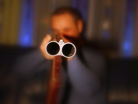 В Ленобласти мужчина открыл огонь по полицейским
