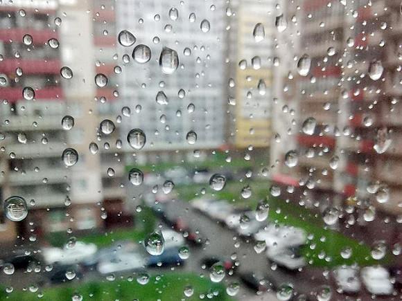 В Петербурге плюс двадцать два и дождь