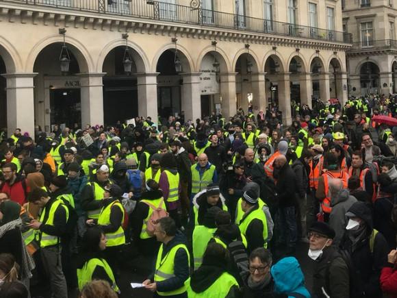 Желтые жилеты» пытались прорваться на парад в День взятия Бастилии (фото) -  Росбалт