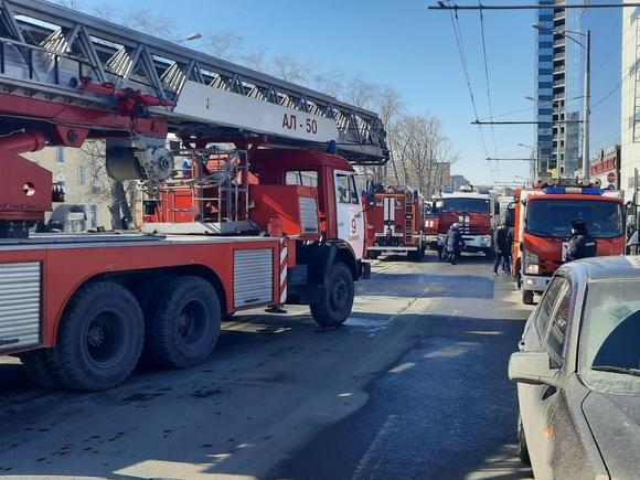 В Петербурге горит офисное здание, эвакуированы 70 человек