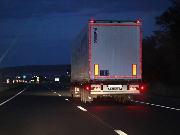 Четыре грузовика попали в «замес» в Ленобласти: один водитель погиб