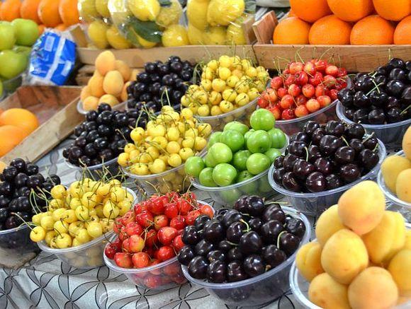 Ученые: Любители ужинать фруктами быстрее толстеют