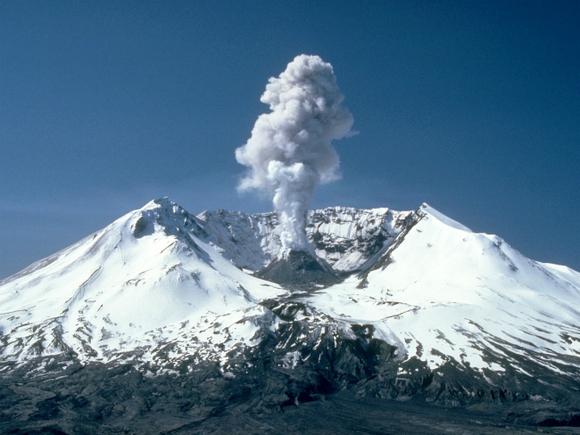 Ключевской вулкан присыпал пеплом камчатский поселок
