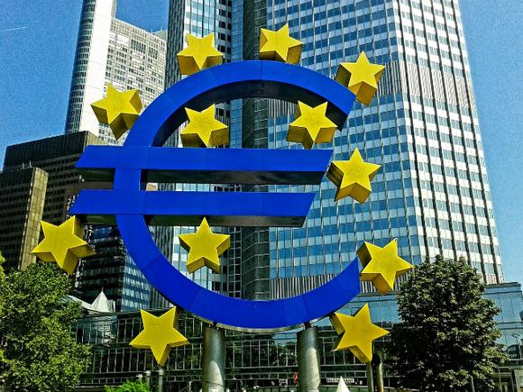 Дефициты бюджетов еврозоны и ЕС снижаются, но остаются «на высоком уровне»