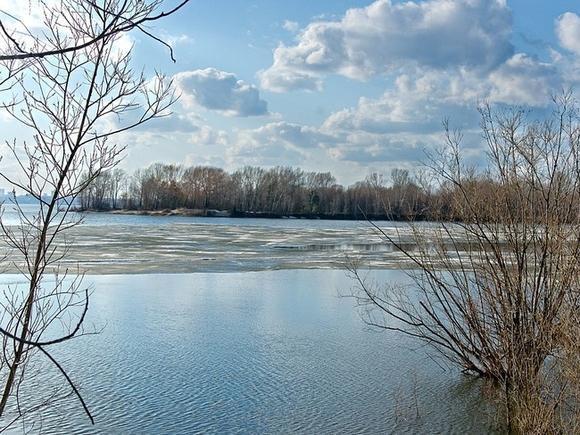 В Краснодарском крае в реку упал УАЗ с семьей  двое из пяти человек погибли, пропал ребенок