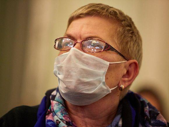 Простой способ остановит запотевание очков при ношении маски (видео)