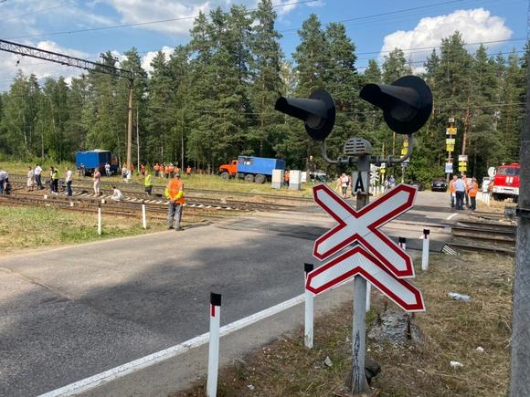 В Иркутской области автомобиль столкнулся с поездом, погибли два человека