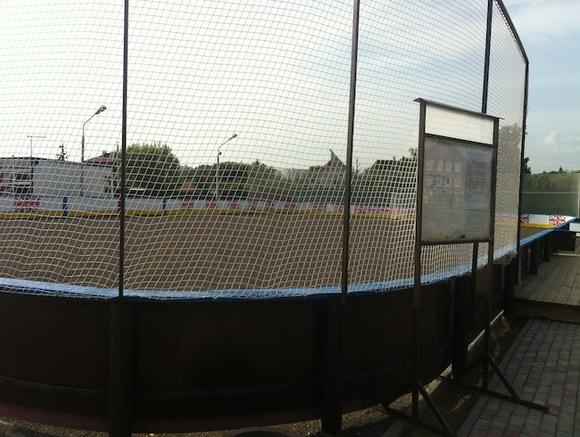 Футбольные ворота на спортплощадке в Москве рухнули на ребенка