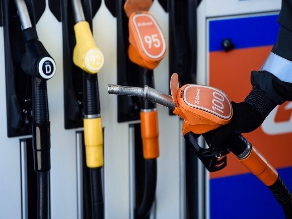 Минэнерго: Если бы не стабилизация цен, бензин был бы дороже на 15 рублей за литр