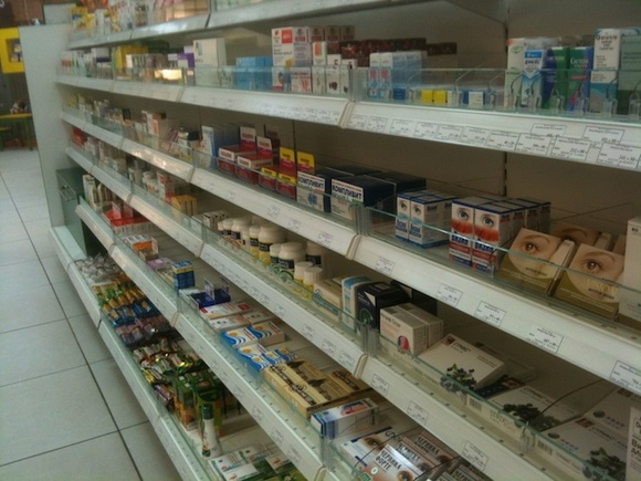 «Бесполезная бумажка»: доктор Мясников назвал вредным чтение инструкций к лекарствам