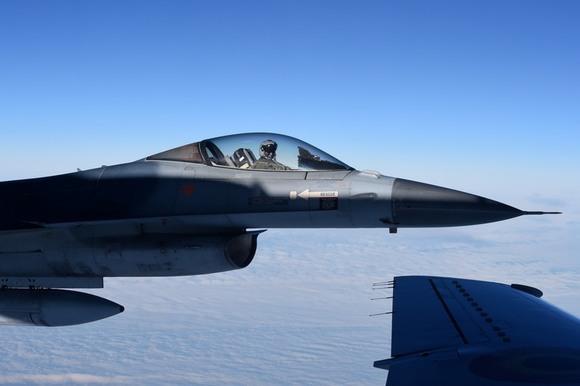 США подарят Болгарии два списанных истребителя