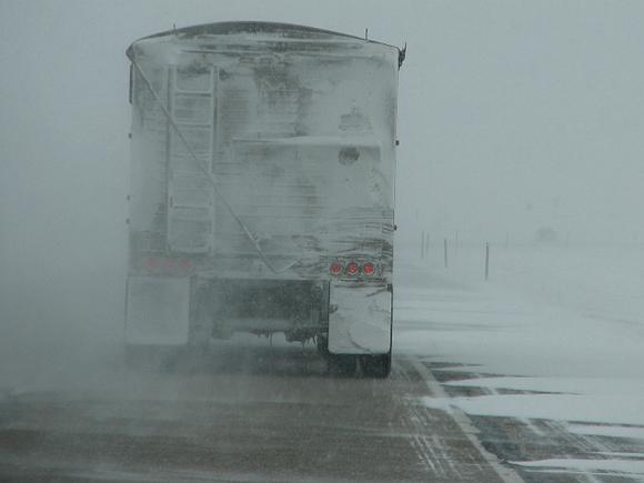 СМИ: Застрявшие в снежном плену в Челябинской области 13 часов ждали приезда спасателей (видео)