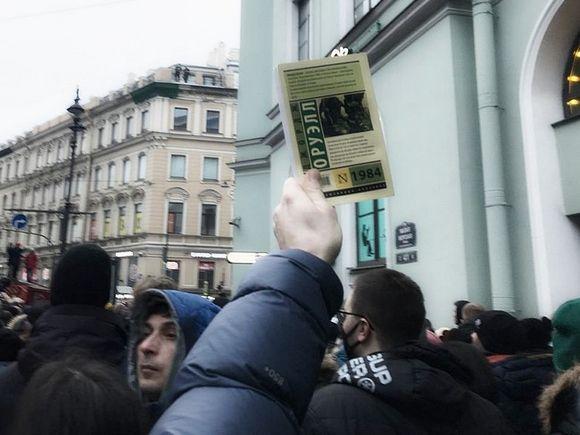 Политолог: Чем дальше, тем больше протестного настроя у граждан