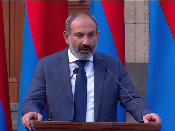 Пашинян выступил за ввод в Нагорный Карабах российских миротворцев
