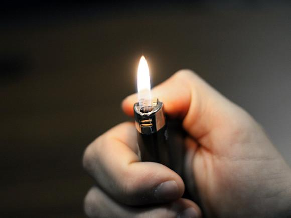 В Ленобласти двое юношей избили и подожгли подростка
