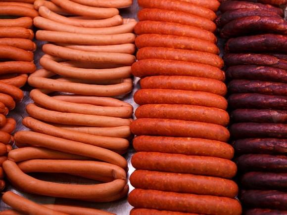 Эксперты рассказали, как производители сосисок обманывают покупателей
