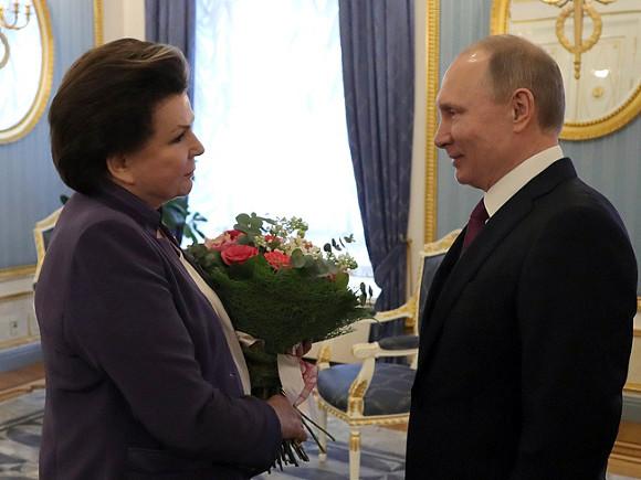 «Отрадно, что ваши знания востребованы в законотворчестве»: Путин поздравил инициатора его «обнуления» Терешкову с днем рождения