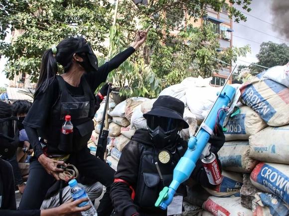 Убивают безоружных, а трупы бросают в храмы: силовики Мьянмы продолжают кровавую расправу над мирными жителями