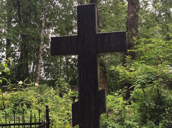 Могильщик убил незнакомца и, «пользуясь служебным положением», закопал его на кладбище
