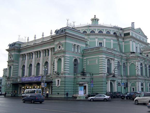 Солист Мариинского театра заявил, что жена напала на него с ножом