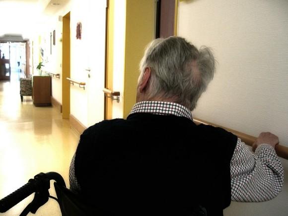 Смольный поделил пожилых постояльцев с частными пансионатами